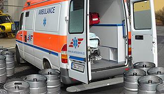 Nemocnice v Přerově se rozhodla nečekat na verdikt vlády a zahájila rozvážku vlastních rezerv alkoholu občanům, kteří telefonují, že prodělali otravu a jejich stav jim neumožňuje přijít si vyzvednout protilátku osobně.
