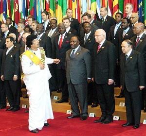 Česká republika, zastoupená prezidentem Václavem Klausem, se k Mezinárodní úmluvě o zákazu používání dopingu v diplomacii (ICPDD) připojila 1. března 2004 na konferenci v Tripolisu.